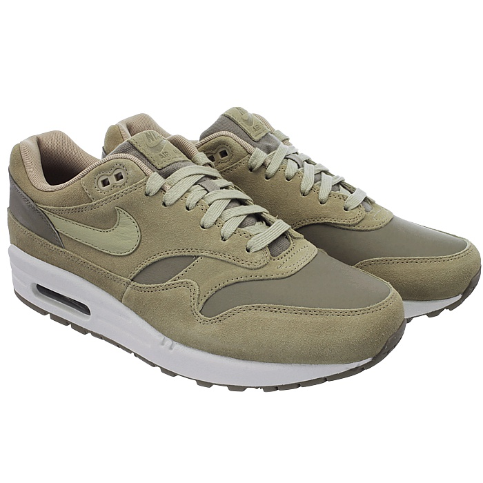 dc5659a018c The classic lines of the Air Max 1 are enhanced again by the upper made of  suede. The Phylon midsole with visible Air-Sole unit in the heel provides  maximum ...